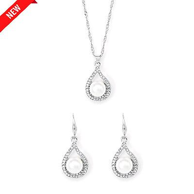Teardrop pearl earrings and necklace set