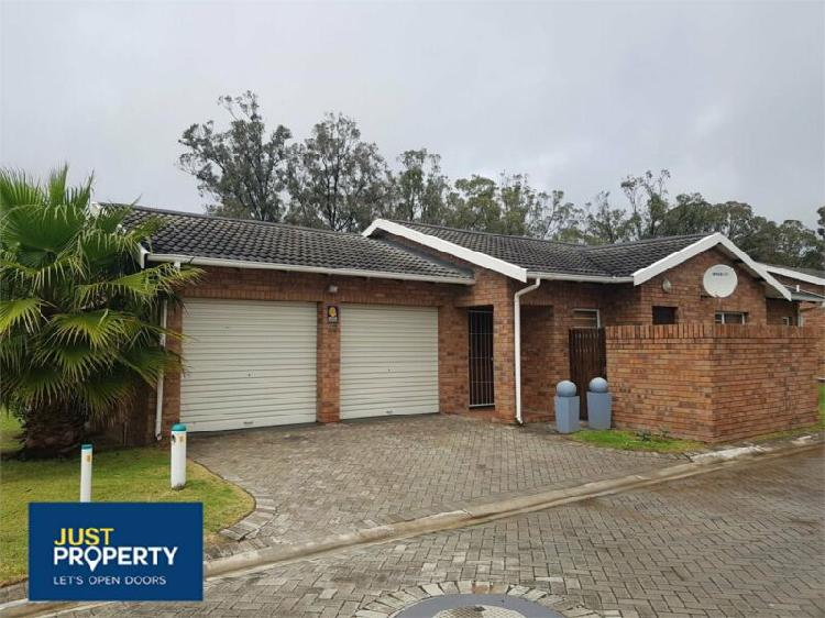 Modern and neat townhouse in walkerdale estate, glenroy park