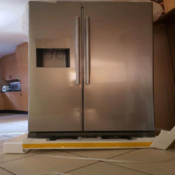 Samsung 501 l side-by-side fridge/freezer with water and ice