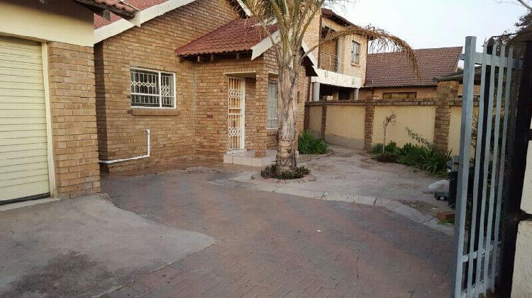 Rooms available for rental in ivypark x21, polokwane