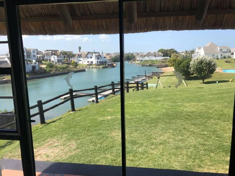 St francis bay - stunning holiday villa to rent on the