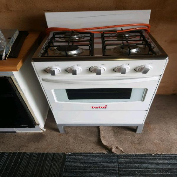 White total free standing gas stove & oven