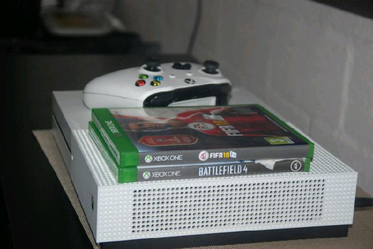 Xbox one s..500gb