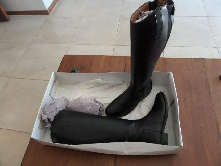 Long horse riding boots