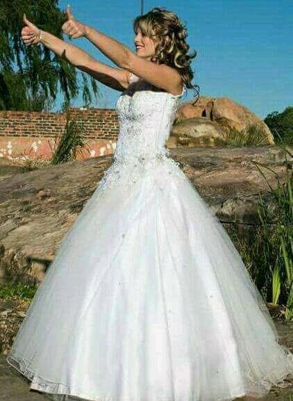 Wedding dress / gown