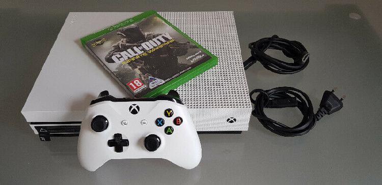 Xbox one s bundle (neat condition) r4000 neg