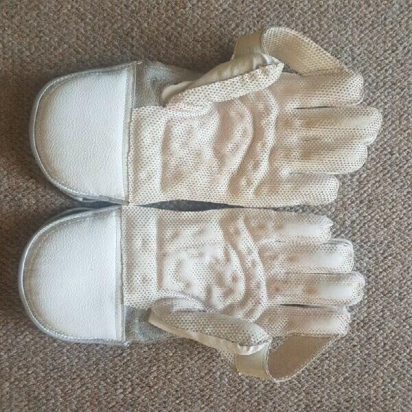 Gunn & moore cricket wicket keeper gloves 303