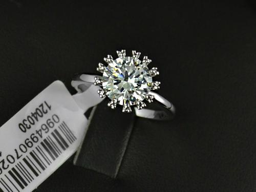 Stunning! 18k white gold plated engagement ring, free ring