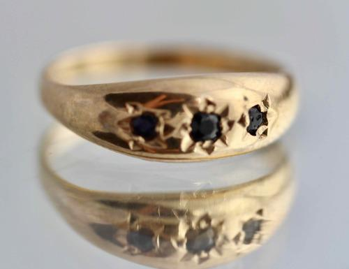 Vintage english chester style sapphiire 9ct gold ring. fully