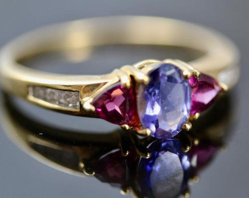 Vintage english iolite, garnet, diamond gemstone 9ct gold