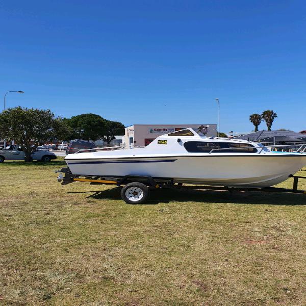 17.6ft baronet cabin boat
