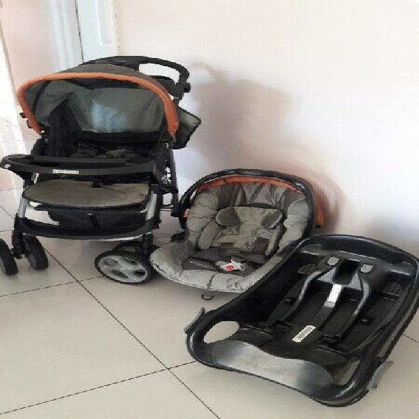 Graco travel system including base