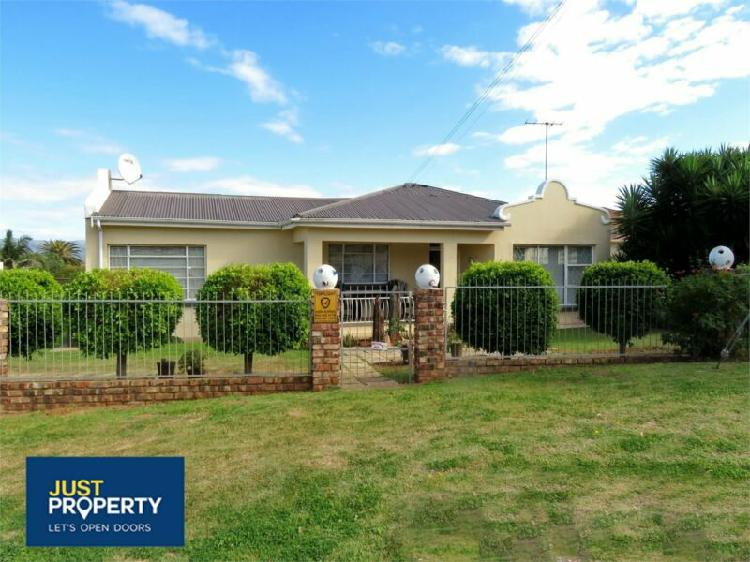 Family home with flatlet for sale
