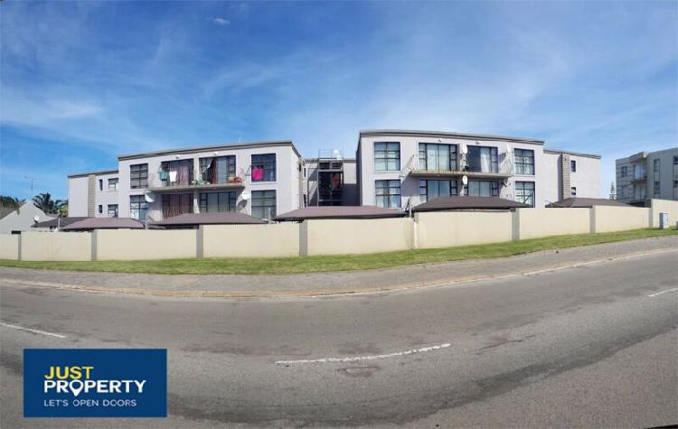Lovely two bedroom apartment in jeffreys bay.