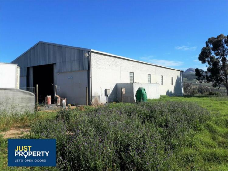 Multi use facility with easy access and excellent exposure