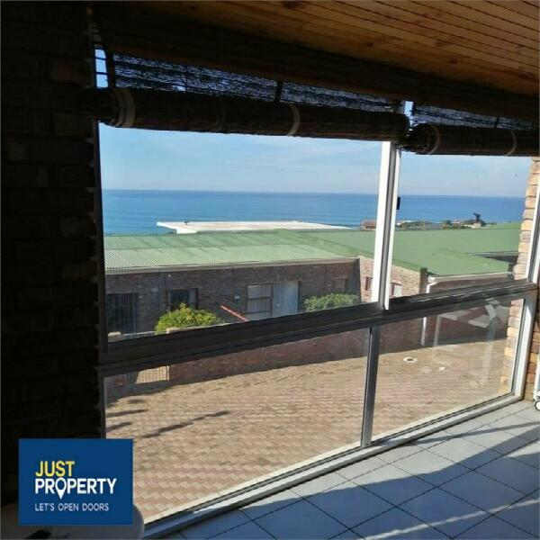 Townhouse in jeffreys bay now available