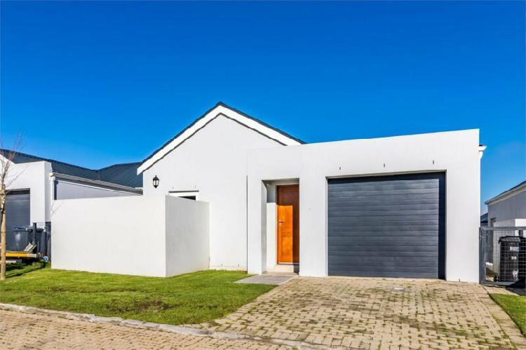 3-bedroom townhouse to rent in bergenzicht estate