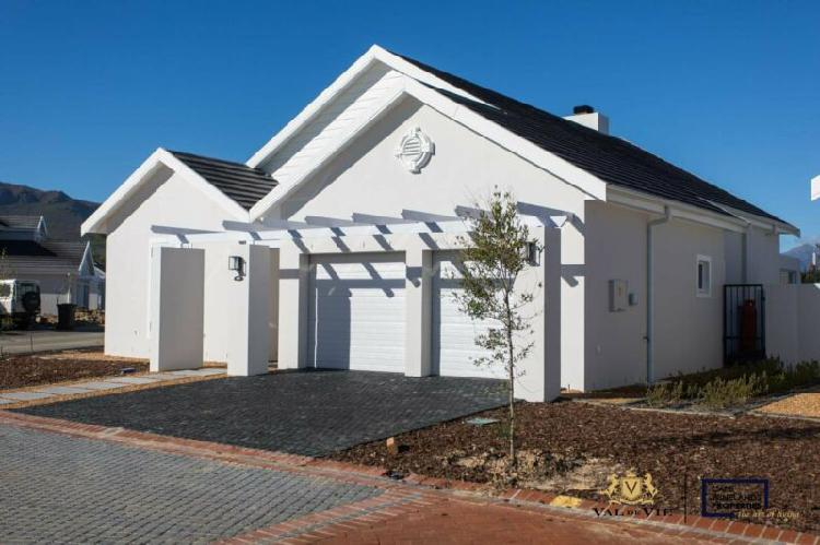 A three bedroom house to rent in the vines at val de vie