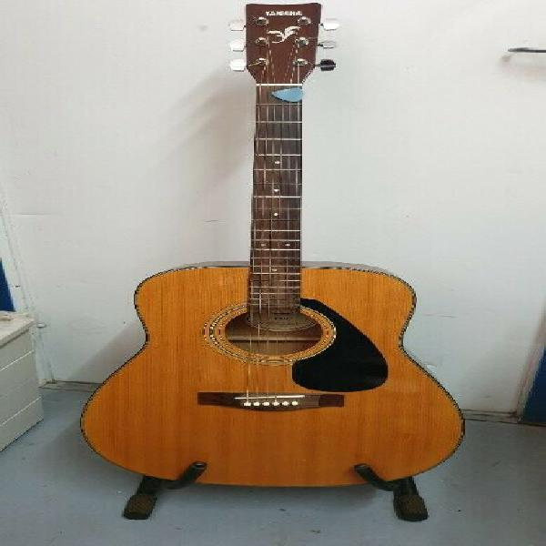 Yamaha guitar with easy to play setting of strings