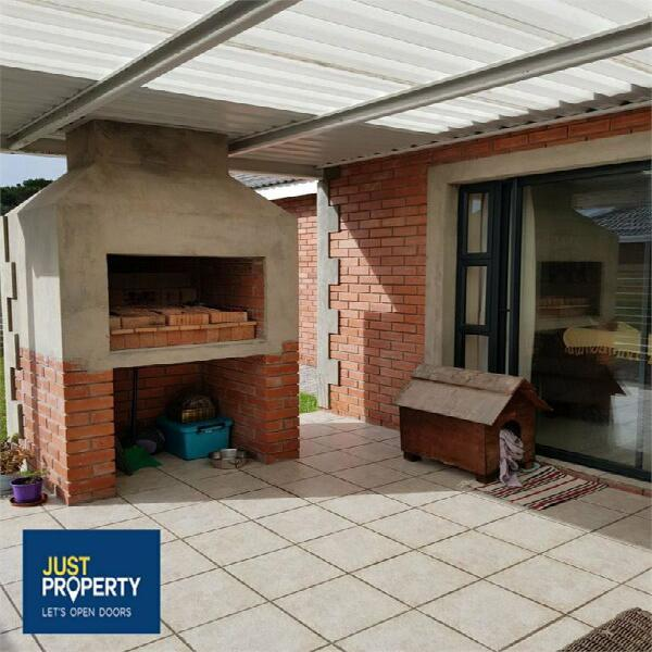 Modern home looking for super tenants in pinelands