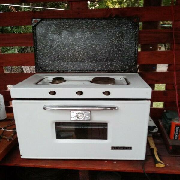 Kelvinator gas stove