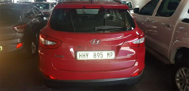 Red hyundai ix35 2.0 crdi elite 4x2 with 153000km available
