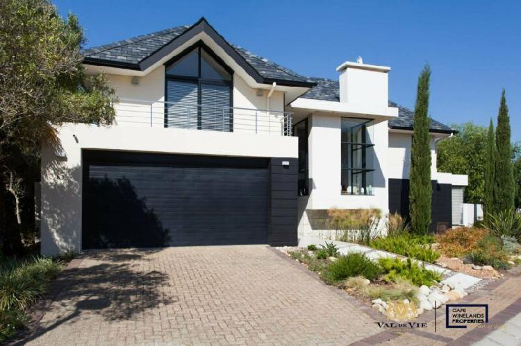 Spectacular two bedroom house to rent in pearl valley on val