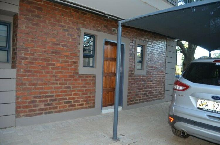 2 bedroom flat close to the nwu! ***