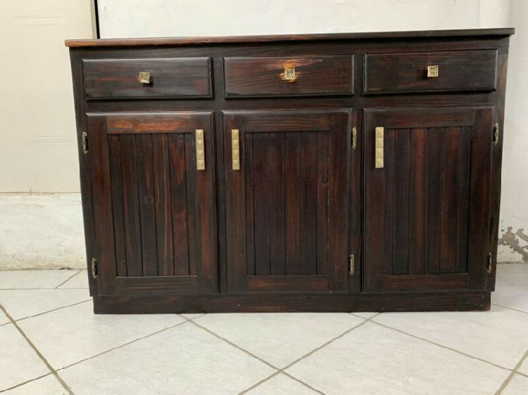 Kitchen cabinet with 3 drawers
