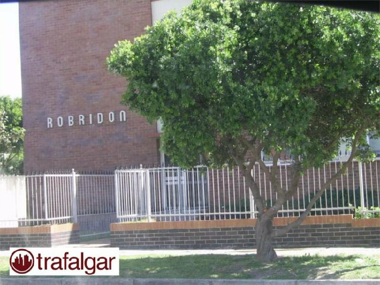Neat and spacious 2 bedroom flat to rent in summerstrand