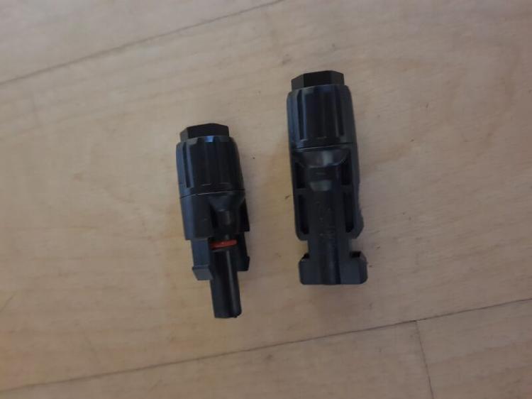 Solar panel mc4 connectors