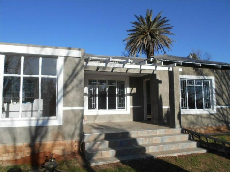 House in parys now available