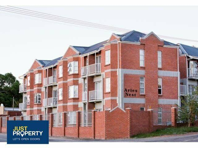 2 bedroom unit available in grahamstown central