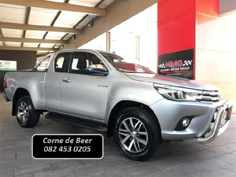 2018 toyota hilux 2.8 gd-6 x/cab rb raider at, silver with