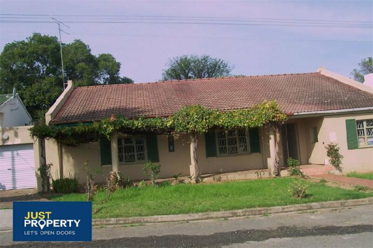 Large family home for sale fort beaufort