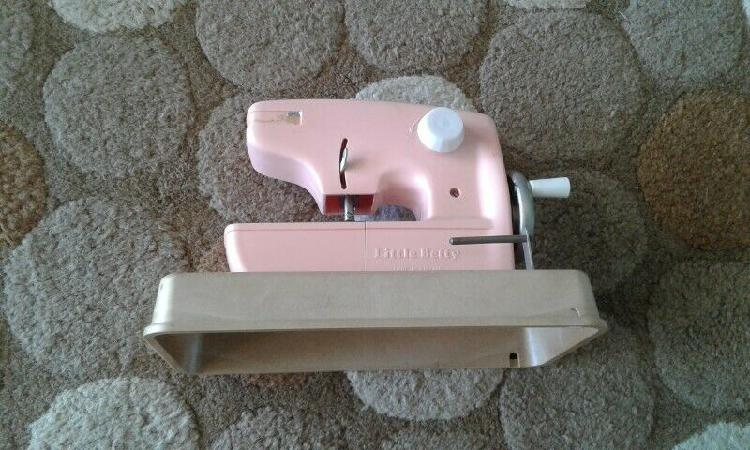 Vintage little betty kids sowing machine for sale
