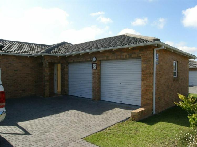 Upmarket 3 bed. townhouse for rent at sandton manor, king
