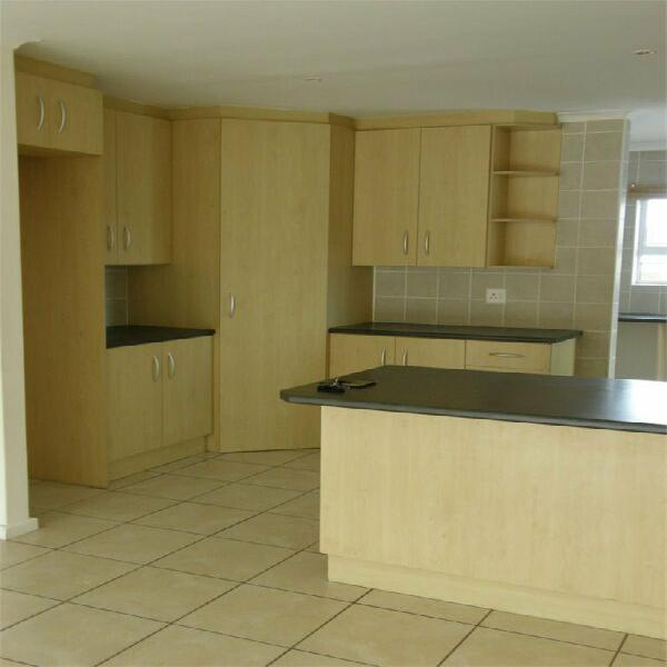 Neat 3 bed townhouse for rent, sandton manor, ben kamma, r