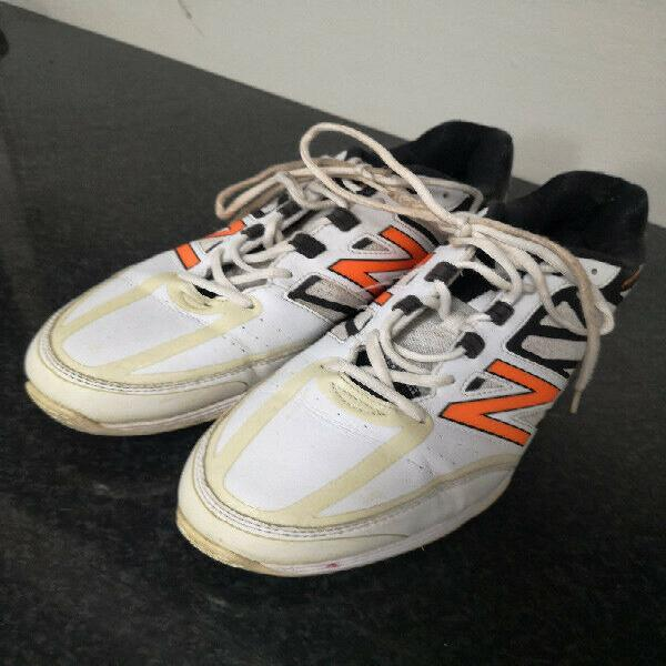 New balance men's cricket shoes - r650