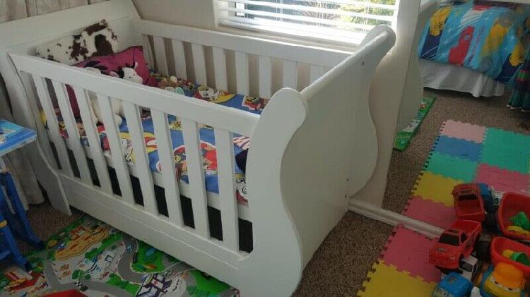 White 2-in-1 sleigh cot bed for sale