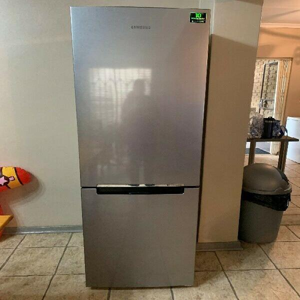Samsung 329l frost free & multi flow bottom freezer