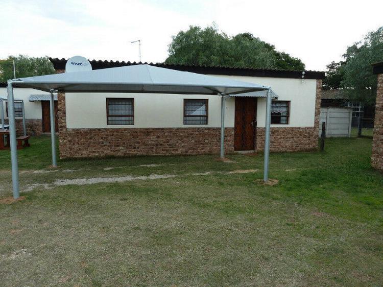 Garden flat to rent in despatch (suburb retief)
