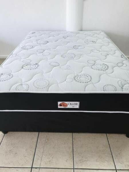 R2 150.00 - three quarter bed set - valoir