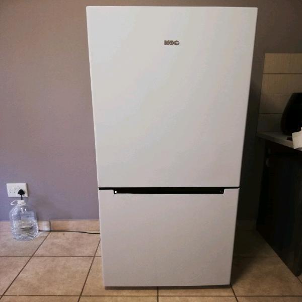 1 x kic kbf 631 white 276 l fridge / freezer combo