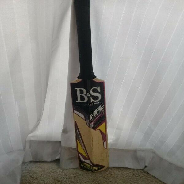 Kids b and s cricket bat
