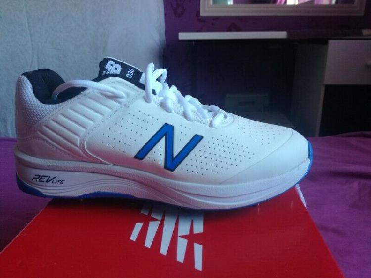 Cricket shoes new balance