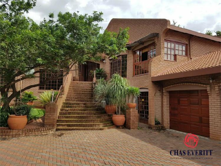 Exquisite 4 bedroom house with flat for sale in a preference