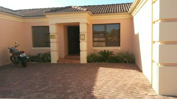 Double room for student in summerstrand, port elizabeth