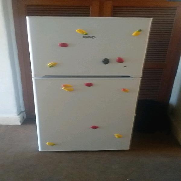 Urgent sale fridge freezer kic 2 month old perfect working