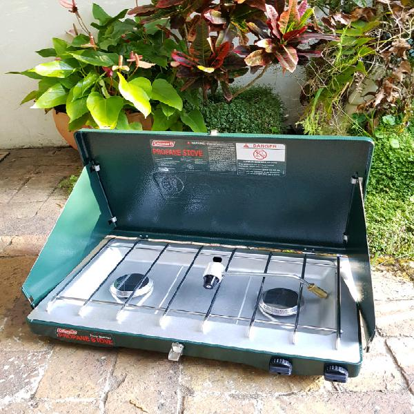 Coleman 2-burner stove + 6 Propane cylinders Never been used